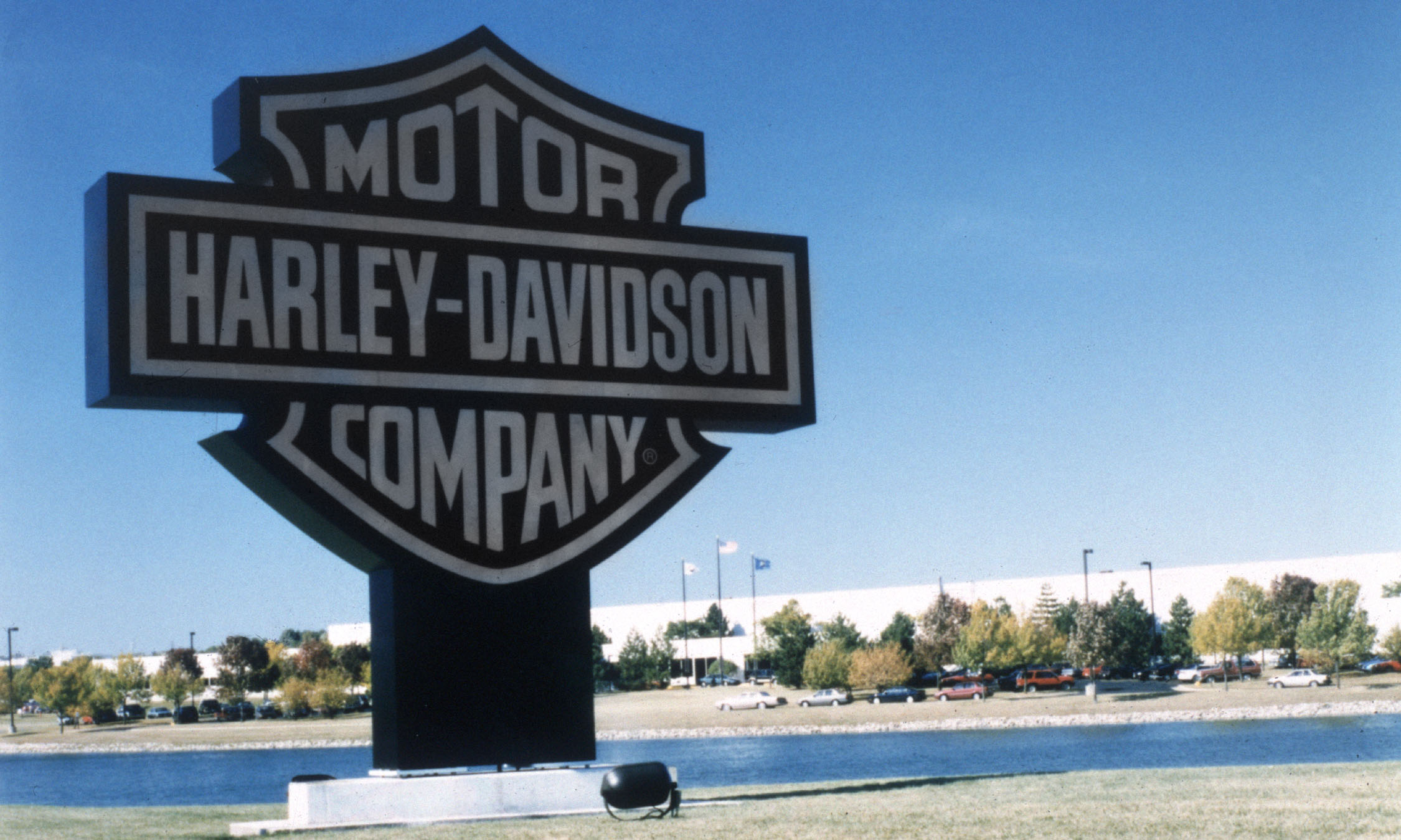 historical breakdown for the harley davidson company William harley and davidson brothers founded the company in 1903  people  enjoy riding motorcycles that were relatively reliable that didn't break down.