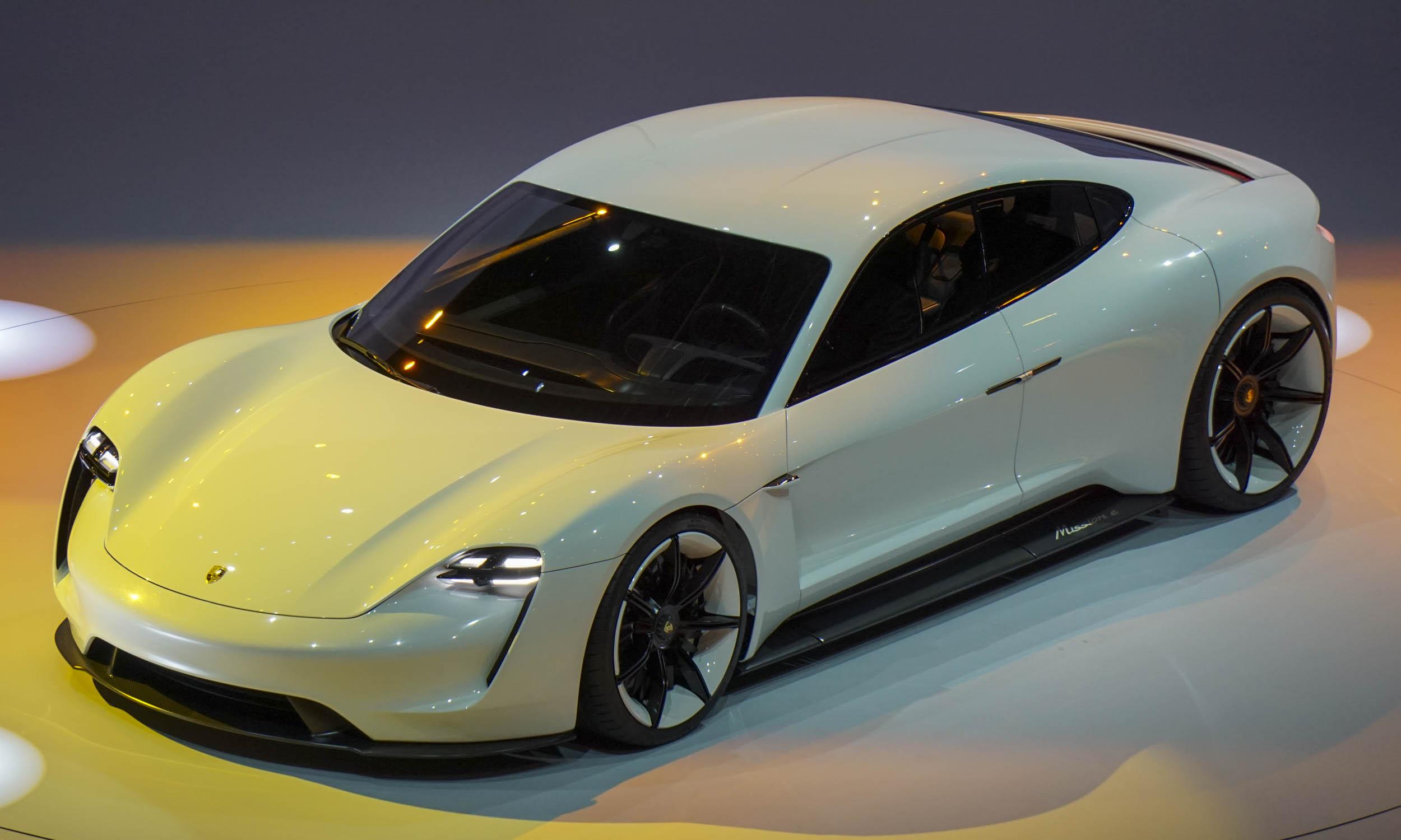 Rennteam 2 0 En Forum World Premiere For Porsche