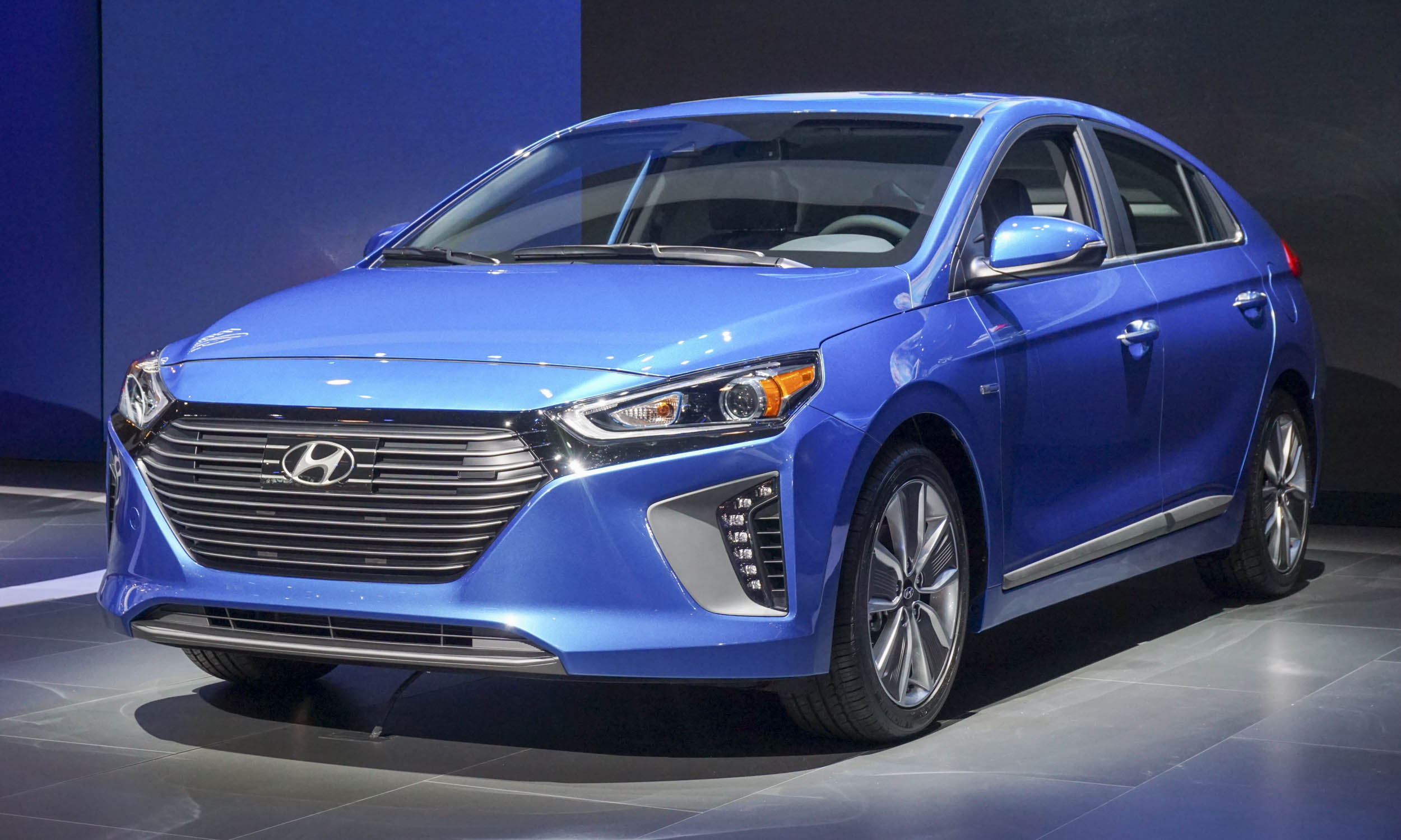 2016 New York Motor Show Hyundai Ioniq First Look