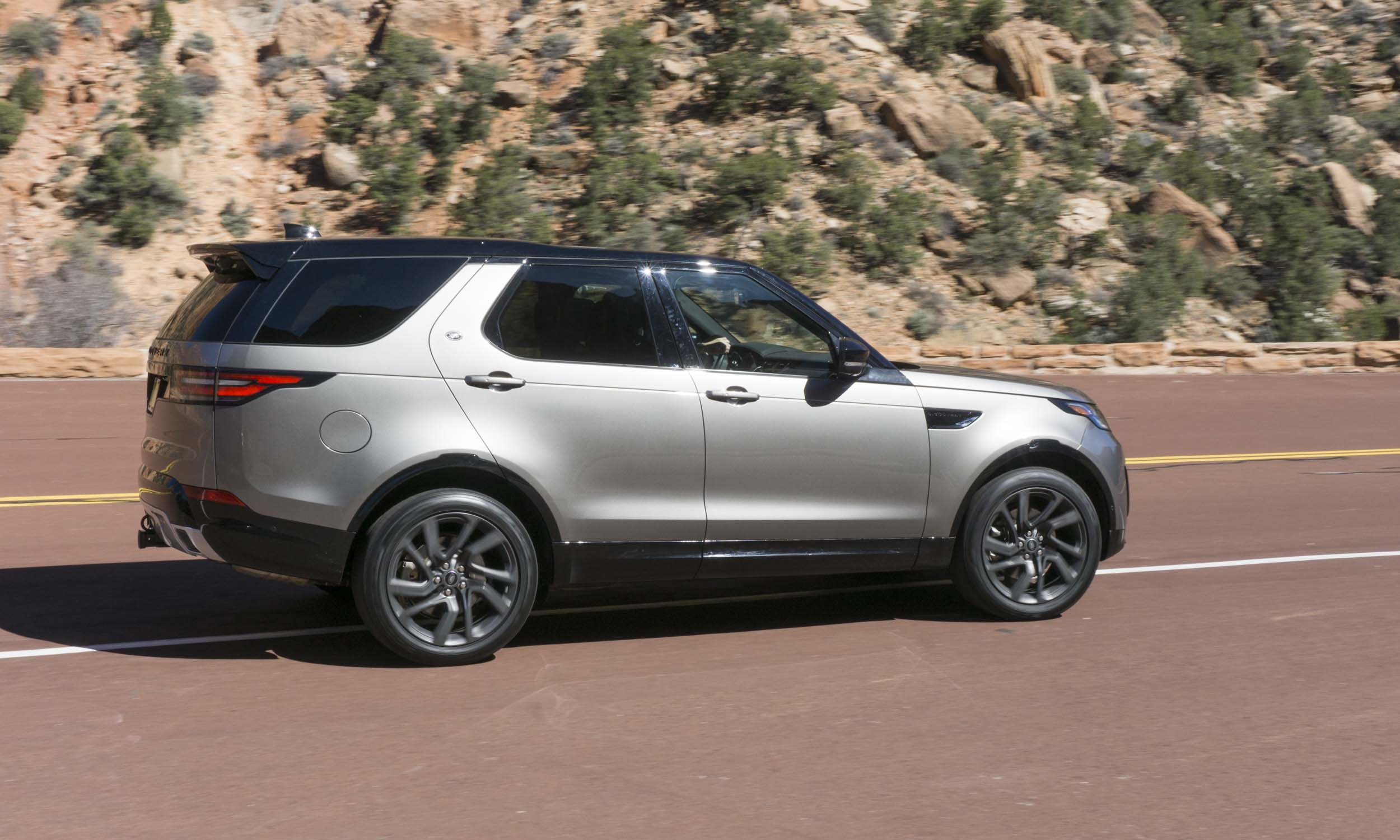 2017 land rover discovery first drive review autonxt. Black Bedroom Furniture Sets. Home Design Ideas