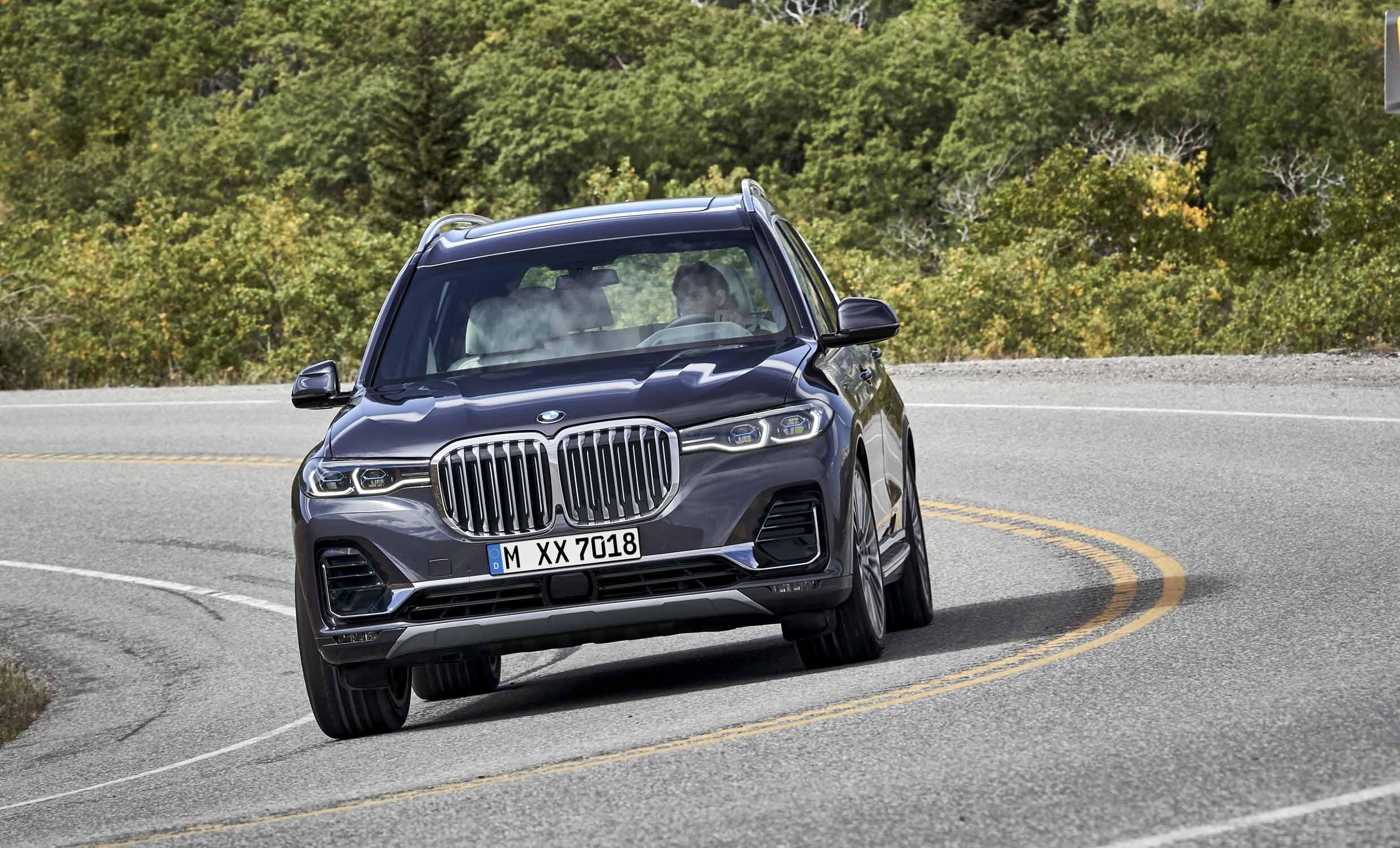 Permalink to 2019 BMW X7 Looks Massive Next To First X3